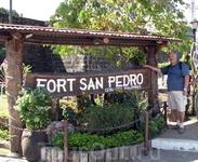 Автор у входа в форт Сан-Педро