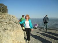 Берег моря Галилейского. ... Галилея   …За окнами экскурсионного автобуса – бесконечная равнинная местность, с плодородными  тщательно возделанными полями ...