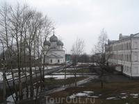 Вид с восточного вала на Спасо-Преображенский собор. Справа здание Присутственных мест (Колледж).
