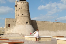А это снова Дубаи. Их самый старый музей. Крепость.