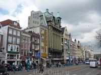 """На этой улице в пиццерии """"Марко Поло"""" мы поужинали,прежде чем покинуть Амстердам."""