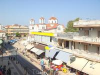 Вид с балкона Лито, центральная улица
