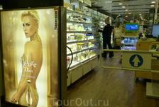 """Магазин """"Дъюти-фри"""" на пароме."""
