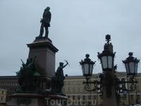 ...памятник русскому царю Александру II