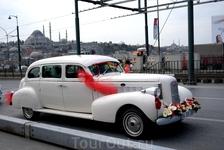 Свадебный автомобиль на Галатском мосту