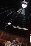 Колыба - местный ресторанчик. Самое интересное в этой постройке то  что дым сразу без трубы уходит вверх, но когда что-то готовят дымок распространяется ...