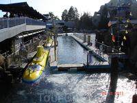 Желтая субмарина - один из аттракционов в парке Диснейленд, г. Анахайм