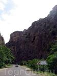 Ущелье на пути к храмовому комплексу Нораванк