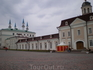 Кремль. Главный (Восточный) корпус Пушечного двора. Вдали - минареты мечети Кул-Шариф.