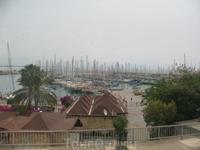 Порт Финике.