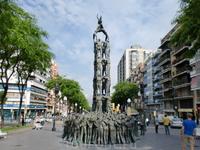 Памятник национальному развлечению каталонцев-созданию пирамид из людей. Находится в г.Террагона - не далеко от Салоу.