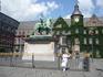 Ратушная  площадь. Расположена в самом центре старого города, примерно в 400 м к югу от базилики святого Ламберта.  Комплекс зданий состоит из трех флигелей ...