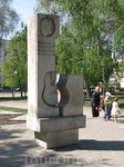 Гитара в сквере Владимира Высоцкого, как напоминание, что именно в Куйбышеве бард провел концерт с наибольшим количеством поклонников