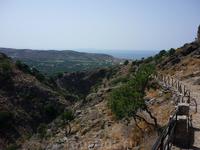 дорожка к пещере Милатос
