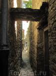 Узкие проходы между домами - отличительная черта Хорватских городков