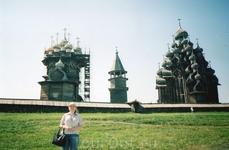 слева направо: церковь Покрова Божьей Матери, колокольня, церковь Преображения Господня