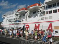 Канарские острова. Тенерифе . Посадка на паром для поездки на остров Гомера