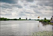 При сотворении мира королевство Нидерланды предусмотрено явно не было.Район Киндердейк-Элсхаут, что в 15 км от Роттердама,  - это уникальный комплекс дамб ...