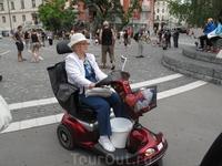 Бабушка пошла на рынок.