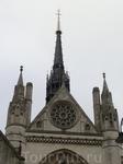 Во внутреннем дворе Лондонского королевского суда располагается церковь Святой Марии (St. Marys Church), возведенная еще в XII веке рыцарями-тамплиерами.  Фасад церкви Св. Марии был реконструирован в
