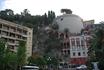 Это наш отель прямо в скале