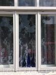 Вот и добрались мы до любви всей моей жизни - города Раквере. Тут, как всегда, синие бутылки на окнах.