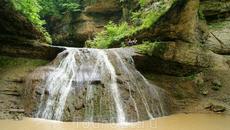 """Расстояние между""""Шнурком""""и последующим водопадом примерно 800метров.Преодолевая нагромождения и лабиринты глыб,а также довольно свежий каменный обвал тропа ..."""