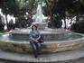 У фонтана на площади в Тиволи
