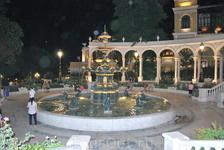 Фонтанчик в «Губернаторском саду». Сад был заложен еще во времена царской России. Отсюда и название Губернаторский. А вот фонтанчик там новый.