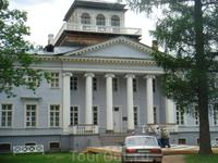 Музей-усадьба «Рождествено», называемый в народе домом Набокова. Усадьба была построена на плато над разливом рек Грязной и Оредежа на месте старых присутственных ...