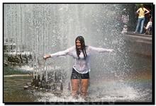 Почти по Маяковскому : А вы в фонтан залезть смогли бы?