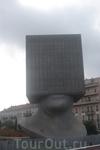 здание городской библиотеки. читатели внутри головы