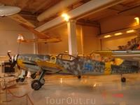 А вот этот милый самолётик успел поучаствовать в военных действиях...