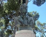 """Памятник Артуру Эвансу - """"первооткрыватель"""" Кноссоса. В 1900 г., после обретения Критом самостоятельности он приобрел участок на холме Кефала, где бомее ..."""