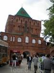 Дмитриевская башня по своему положению занимает ведущее место в Нижегородском кремле и главенствующее на его нагорном участке. Она расположена в центре ...