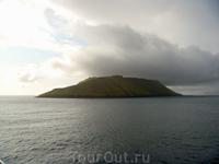 Последний взгляд на остров в океане, а дальше одна водная гладь...