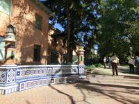 Приятное место в садах архитектора Herrero Palacios. Здесь очень красивая мозаика в арабском стиле.