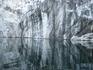 """На Рускеальском месторождении в первой трети XIX века выделяли еще две разновидности мраморов: """"береговой"""" (мрамор четвертого """"нумера"""") - белый в серую ..."""