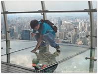 Телевизионная башня «Восточная жемчужина», самая высокая на территории Азии является символом города Шанхая.Самое незабываемое в этой башне - это стеклянный ...