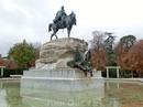 Дальше мы потопали к памятнику генералу Arsenio Martínez-Campos Antón. Он был испанским военным и политиком, известен как организатор военного переворота ...