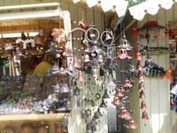 Сувениры - колокольчики большие и маленькие, очень красивые