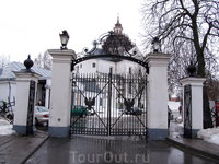 въездные ворота. вид изнутри