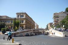 Рим.Эти улицы и мост расположены  напротив Колизея.