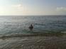 до моря добраться и в волны нырнуть.