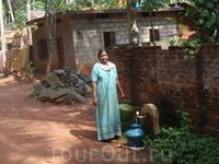 Разрешение на фотографию дают с улыбкой. Дом на фото считается хорошим и добротным, есть дома намного беднее и меньше, под крышами из пальмовых веток. ...