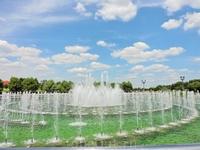 Главный фонтан в парк. Он кстати танцует под музыку