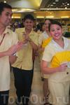 Танцующие продавцы супермаркета