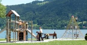 Детская площадка на берегу озера