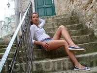 на ступенях старого города