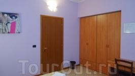 Delfino Blu Rooms.Номер просторный,что не типично для экономичных отелей Италии.